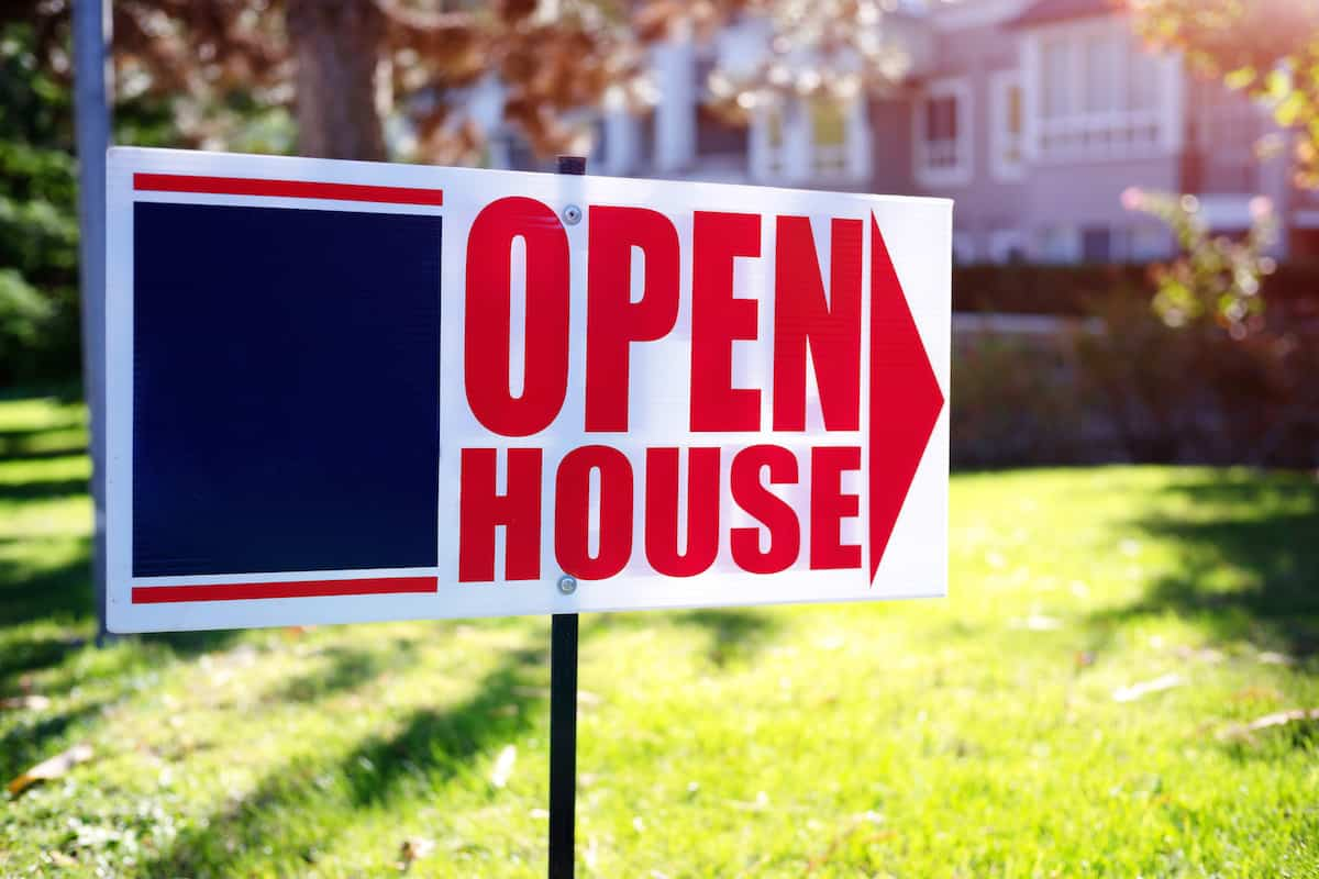 open house sign on front lawn of home.
